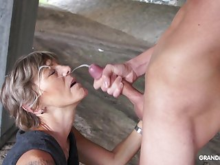 Lustful old woman takes a facial cumshot with pride