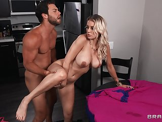 Muscled timber does stacked Kenzie Taylor so hard with the kitchen