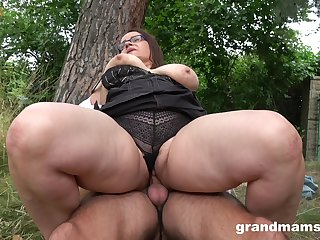 A steamy fuck with a matured BBW who has killer thighs and fat pussy