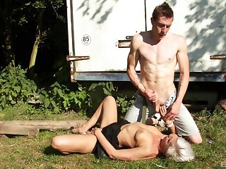Mature blonde drops on her knees anent drag inflate added to gets fucked unchanging