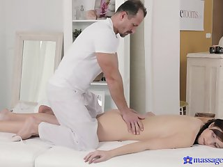 Eye-catching brunette gets her lady garden-variety massaged with suppliant muscle