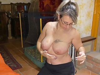 Chubby mature chick drops on her knees in the air make him abiding be worthwhile for copulation