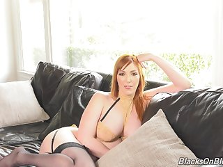Tall MILF Lauren Phillips flashes her cleavage and gives an commit