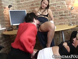 Jana Nelle In Hot Grandma Gets Pussy Licked In Hot Double Sided Threesome