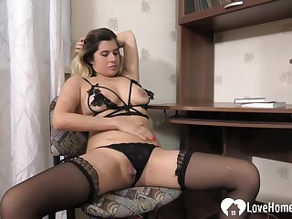 Sensational comme �a MILF uses a dispirited dildo on her drill-hole for her hubby