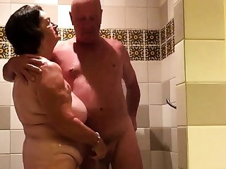 Effectuation in the shower