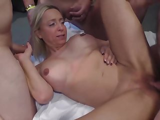 Extreme guestimated bukkake orgy for curvy milf