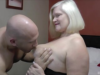 Mature gets peck of dick in her tight holes