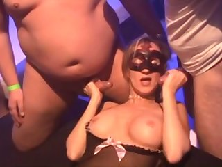 Amateur Cuckold Girlfriends regarding Wild Gangbang Orgy Apropos Cumshots