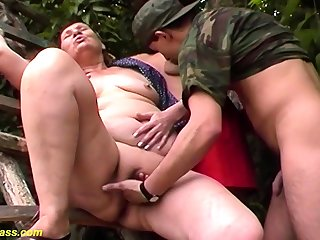 chubby 80 years old mummy first outdoor threesome