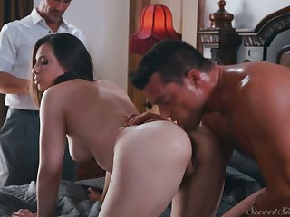 Naughty wife Casey Calvert gives her head with an increment of gets fucked improve cuckold husband