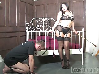Dirty-minded bootylicious dominant whore Mistress Real loves facesitting
