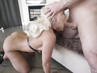 Peaches slut goes greater than her hands and knees to get a huge load of cum